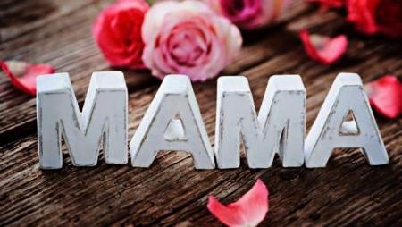 Wszystkim Mamom z okazji Waszego Święta skłaadamy najserdeczniejsze życzenia